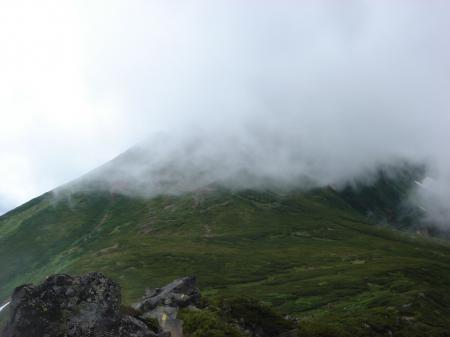 振り向くと富良野岳は雲の中