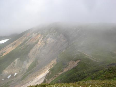 上富良野岳へ向かうとまたガスが…