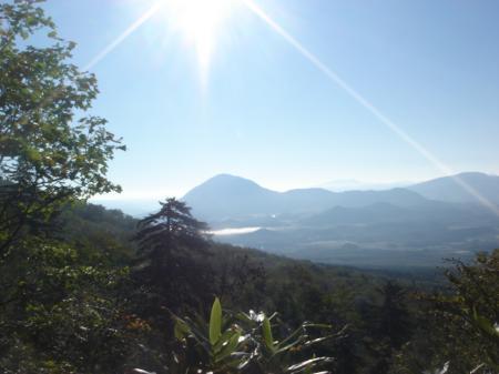 朝日を浴びた洞爺湖と有珠山かな?
