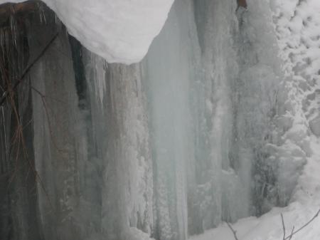 ここは氷柱へタッチ~