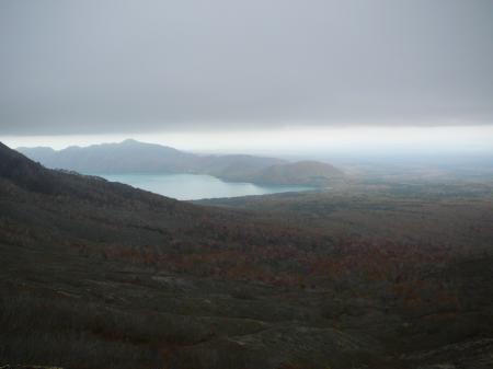 終りかけの紅葉と支笏湖
