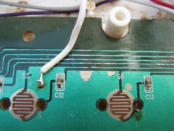 光るファーストピアノの修理分解3