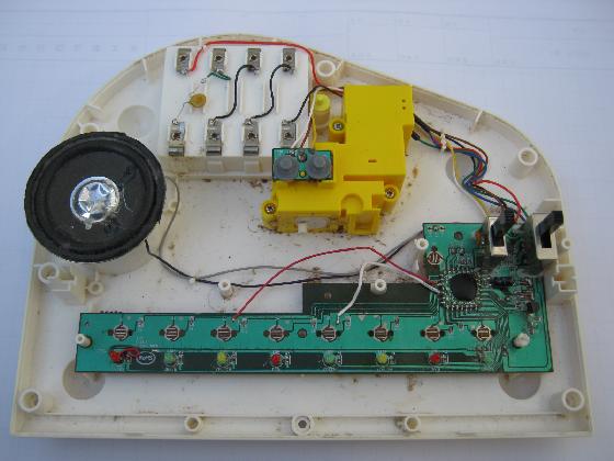 光るファーストピアノの修理分解1
