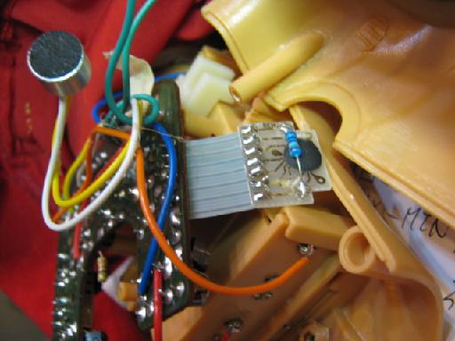 音に反応して歩くアンパンマン人形の修理(抵抗破損)画像5