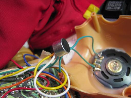 音に反応して歩くアンパンマン人形の修理(抵抗破損)画像2