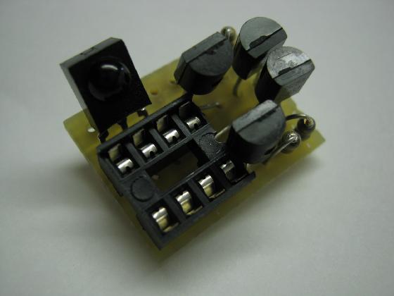 100均プラレールの赤外線リモコン化の制作基板1