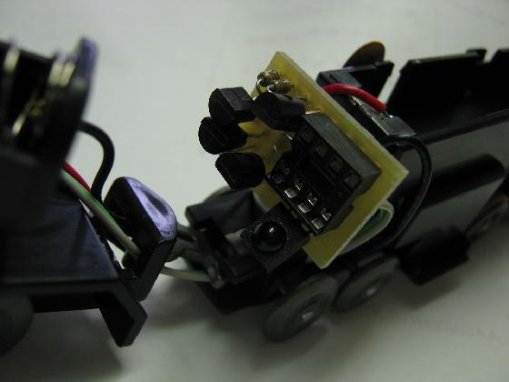100均プラレールの赤外線リモコン化の制作基板実装