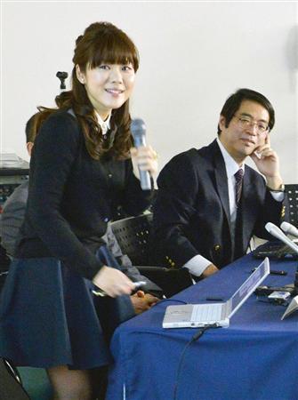 STAP細胞の研究発表をする小保方氏と笹井氏