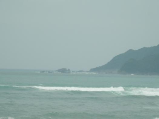 台風接近でウネリ高い!