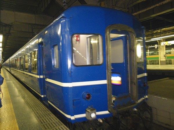 上野駅ホームに入る「あけぼの」