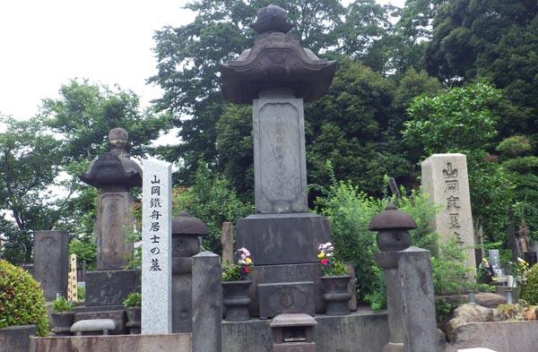 山岡鉄舟の墓