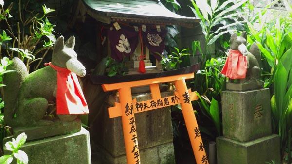 田宮稲荷神社 境内にある小さい稲荷