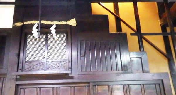 箪笥階段と神棚