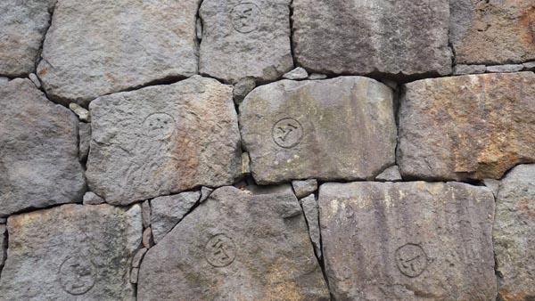小石川後楽園の屏下の石垣