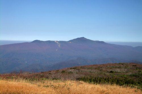 栗駒山を望む