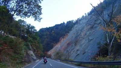 R158崖崩れ
