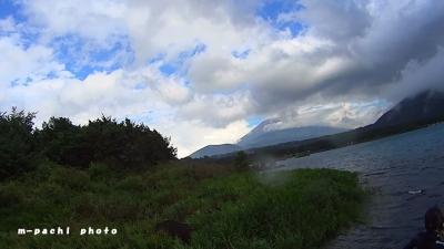 晴れ間から富士山