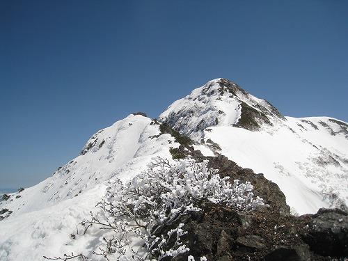 斜里岳山頂(玉石1435mより)