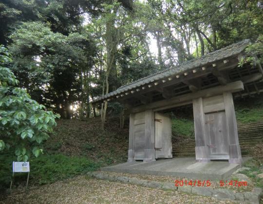 浜田城址入り口門