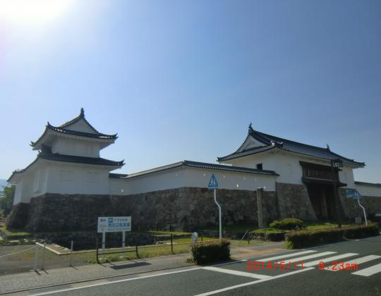 隅櫓(彰古館)と城門