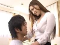 教え子を誘惑するのノーブラの美人家庭教師