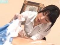 パンチラしながら洗体エステを施す巨乳マッサージ師