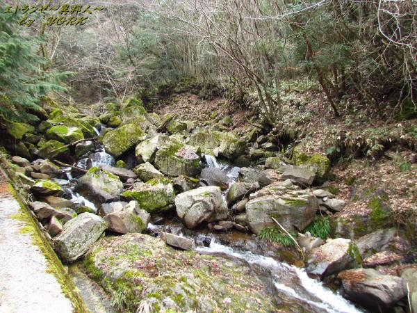 0436鈴木の滝に向かう山道140301