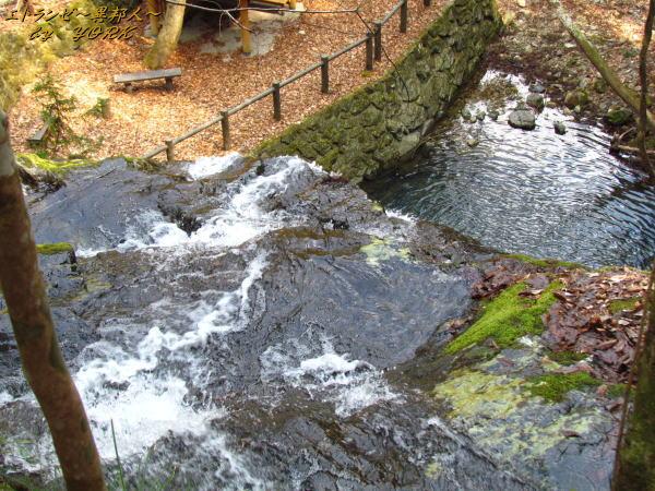 0522白水の滝男滝の落ち口140309