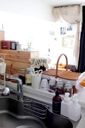 キッチンカウンター上 ワイン木箱 (3)