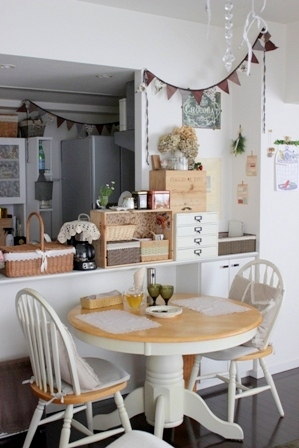 キッチンカウンター上 ワイン木箱 (2)