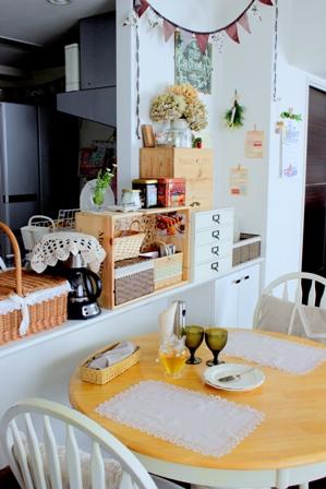キッチンカウンター上 ワイン木箱