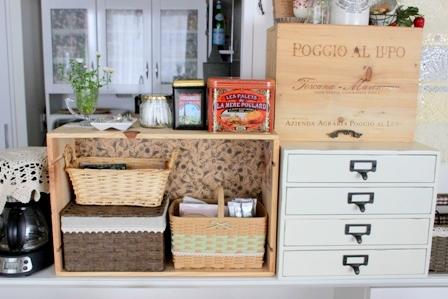 キッチンカウンター上 ワイン木箱 (8)