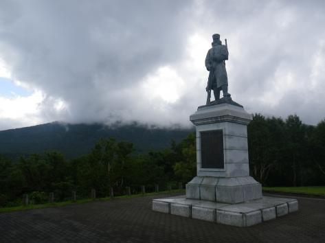 雪中行軍遭難者銅像