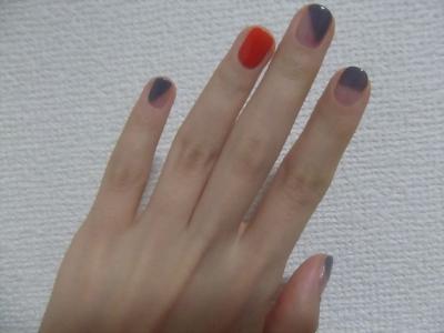 オレンジ×グレーの簡単秋モード。指を伸ばす。