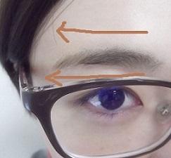 眉毛を頑張って描く。