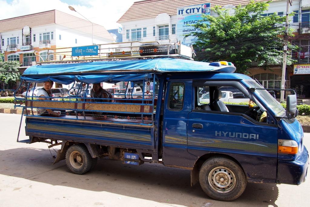 CrossBorderThai-Laos_1408-409.jpg
