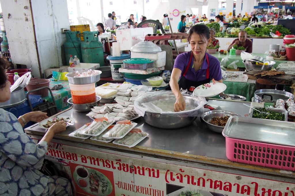 ■ Ubon Ratchathani の市場での朝食