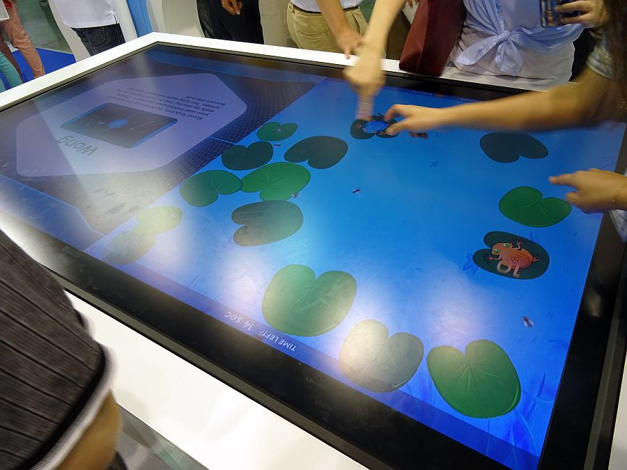 TouchTaiwan_2014_GIS_70inch_FHD_for_touchtable_metalmesh_image.jpg