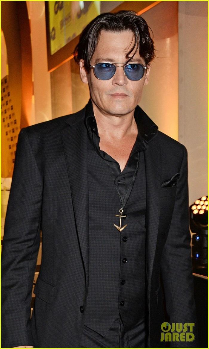 johnny-depp-presents-gq-men-of-the-year-awards-2014-02.jpg