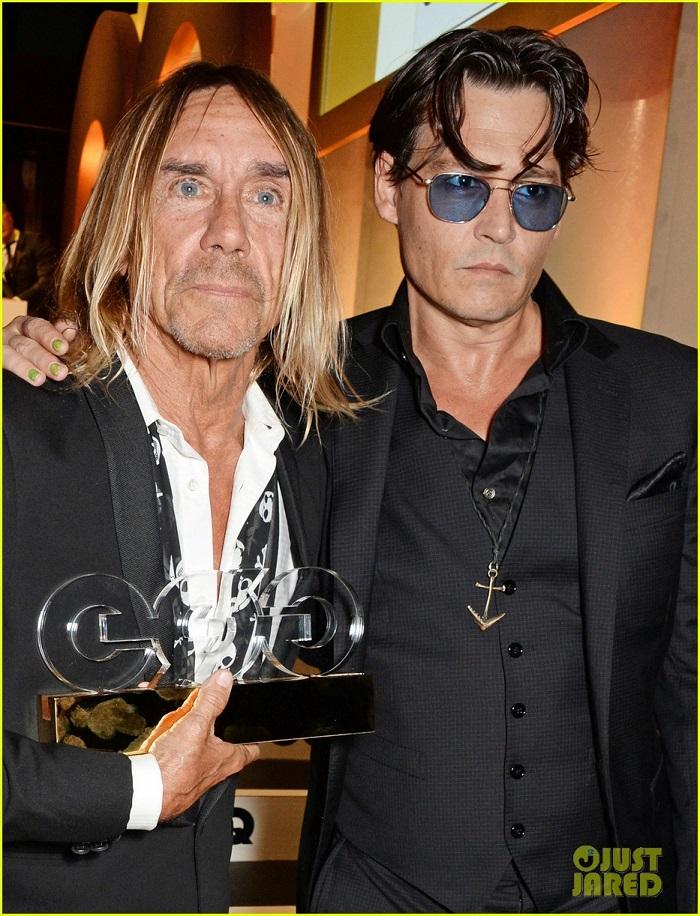 johnny-depp-presents-gq-men-of-the-year-awards-2014-04.jpg