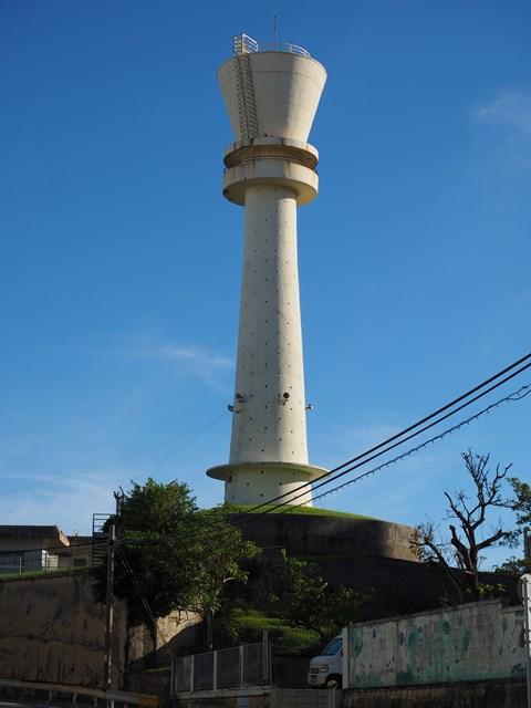 南西側から見た那覇市営宇栄原住宅給水塔