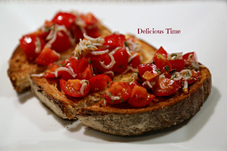 トマトとしらすのブルスケッタ