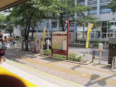 岩倉高校は駅の前