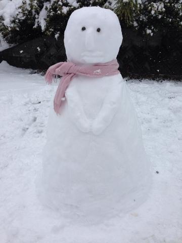 高校生の長女作の雪だるま