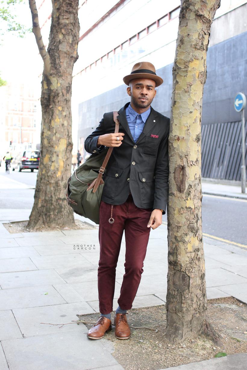 green-bag-red-maroon-burgundy-pants.jpg