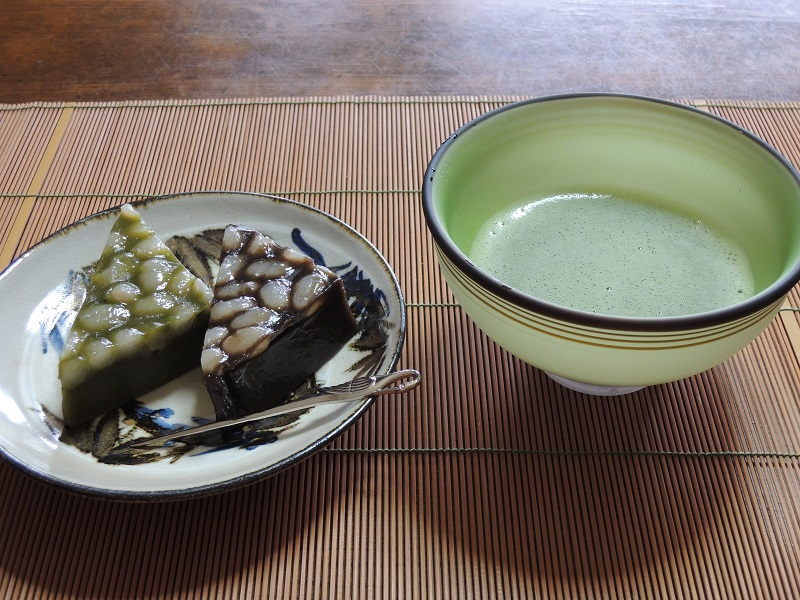 水無月と薄茶