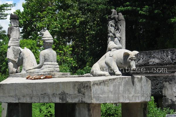 スンバ島の墓石2