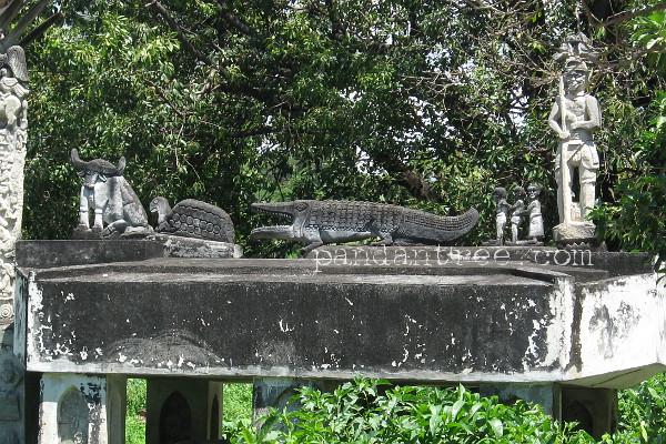 スンバ島の墓石3