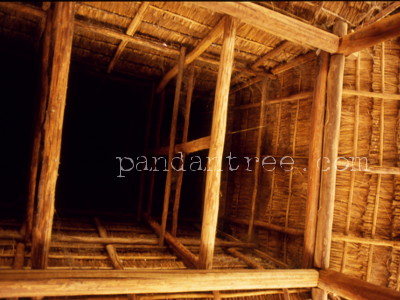 スンバ島の伝統家屋内部
