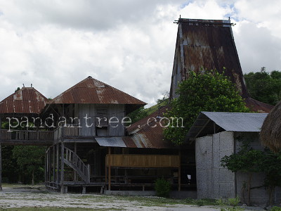 スンバ島のトタン製家屋